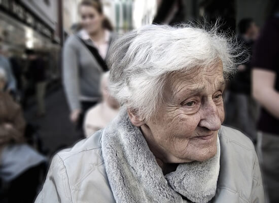 高齢者の地方移住提言は「姥捨て...